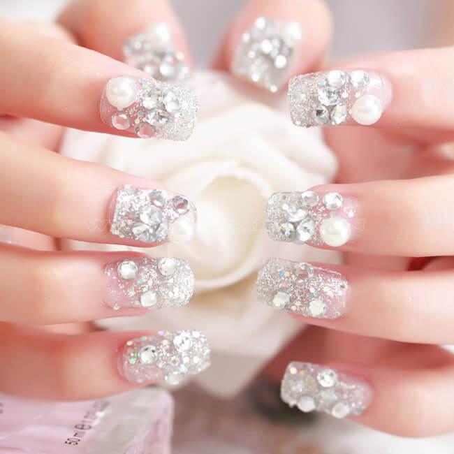 Nail đính đá full bộ mang đến sự sang trọng cho đôi tay