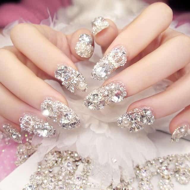 Một chút lấp lánh cho ngày trọng đại cùng nail cô dâu đính đá