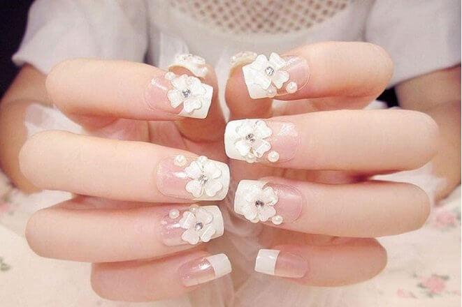 Nail đính đá Gò Vấp đẹp phối hoa trắng