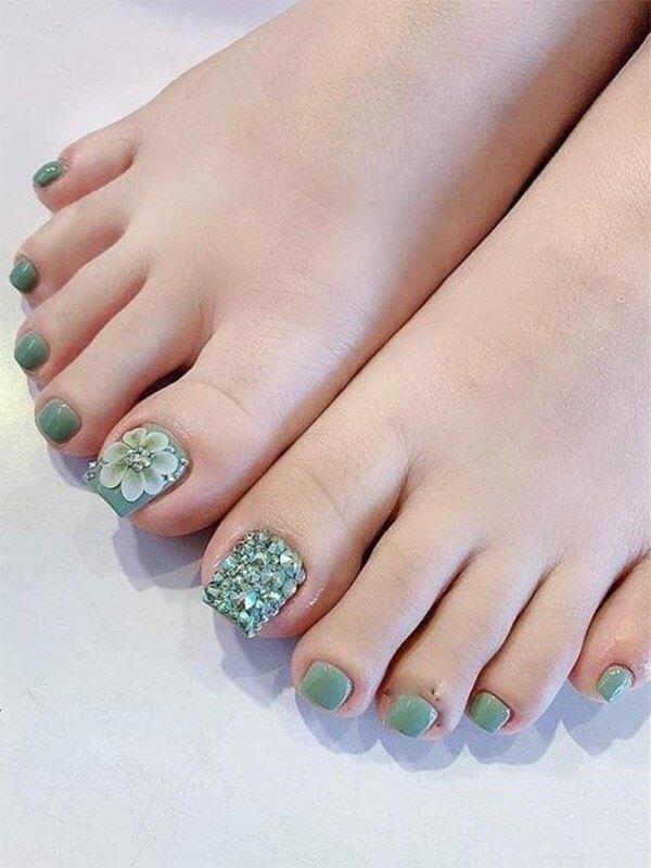 Bộ nail chân đẹp Gò Vấp đính đá