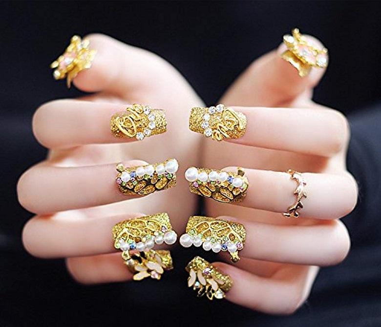 Nail cô dâu hiện đại với màu gold vàng sang trọng