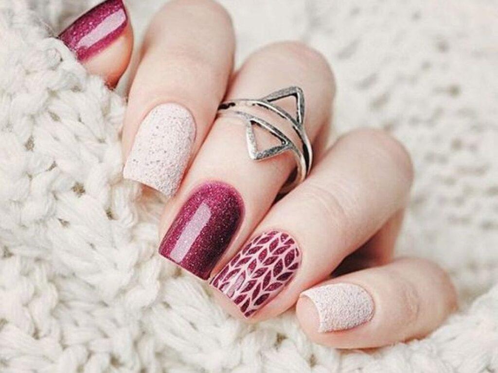 Sơn móng tay đẹp cần lựa chọn màu sắc và kiểu dáng phù hợp với trang phục