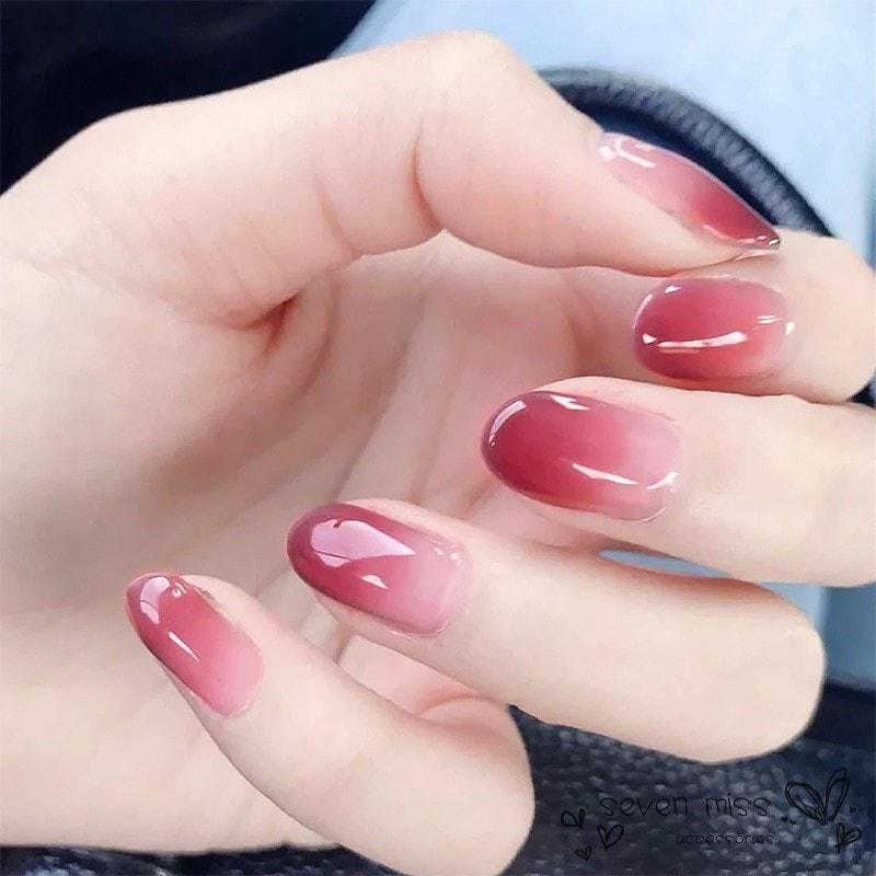Sơn móng ombre cho đôi bàn tay xinh xắn hơn