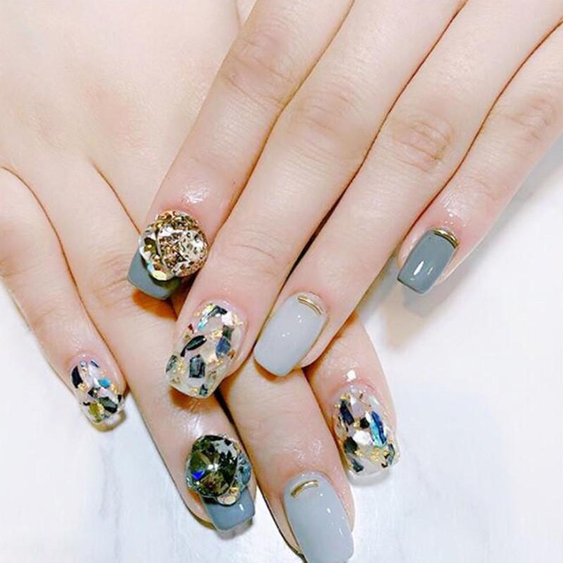 Mẫu nail xà cừ giúp đôi tay trông sang trọng và quý phái