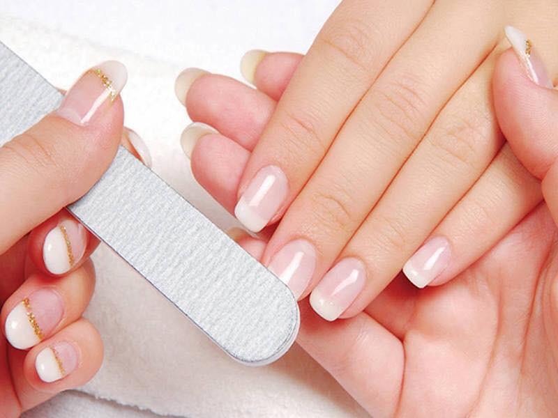 Định hình phom móng giúp bàn tay trông thon gọn và đẹp mắt hơn