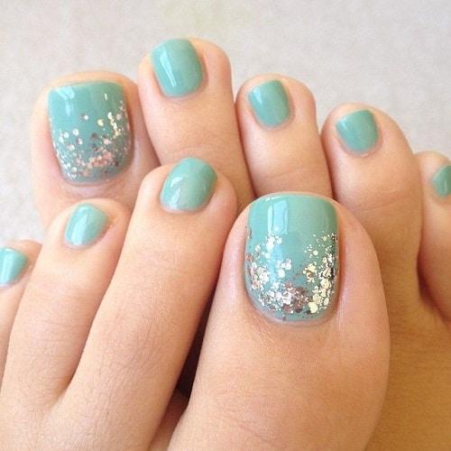 Nail chân sơn màu xanh đơn giản nhưng bắt mắt