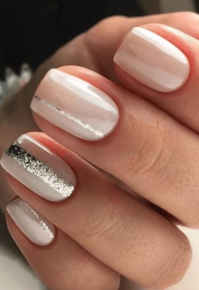 Nhẹ nhàng và xinh xắn với kiểu vẽ móng sọc bạc đơn giản