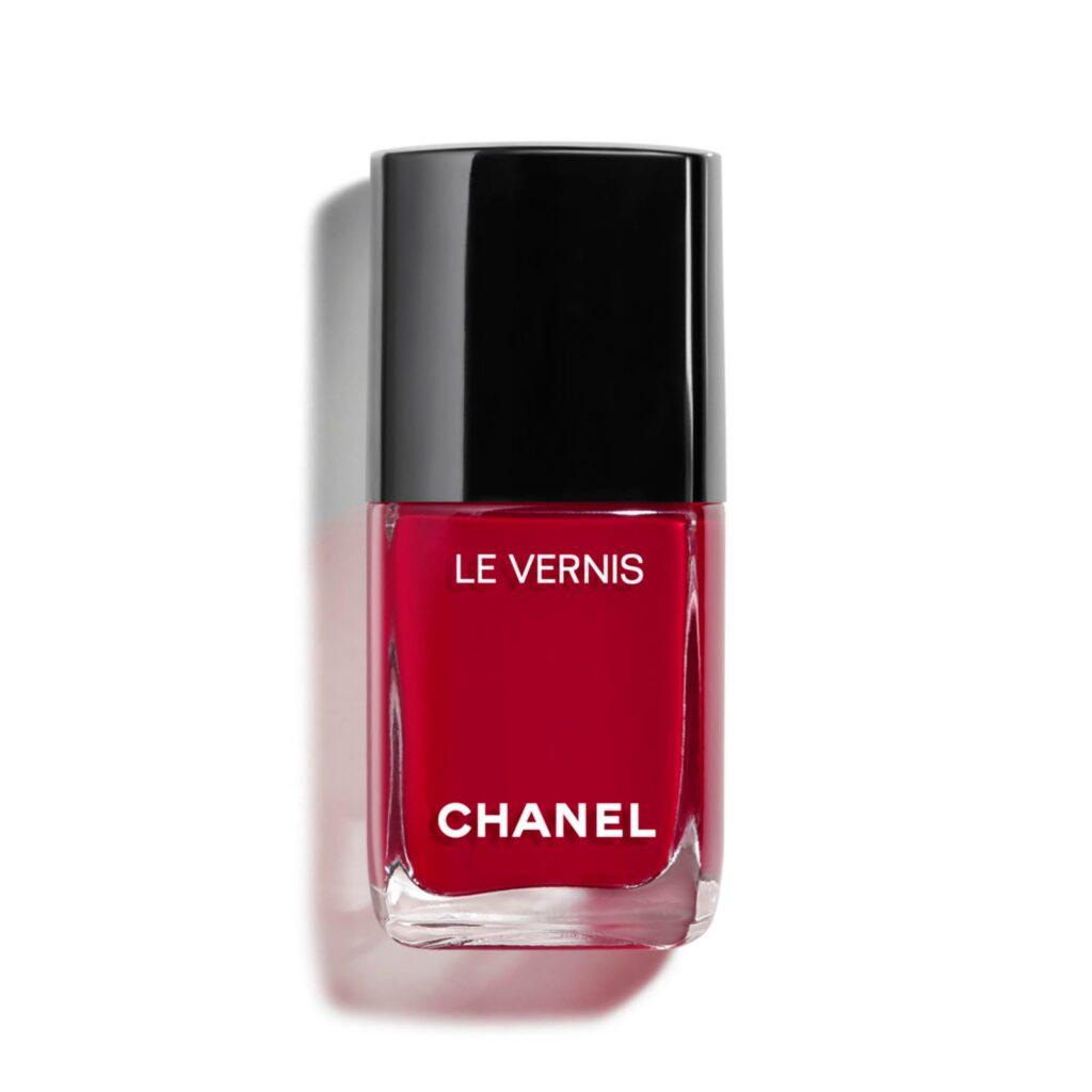 Tươi tắn và thời thượng là màu móng tay đỏ Cherry