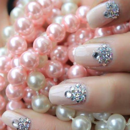 Các mẫu móng tay cô dâu cũng được ưa chuộng vào những dịp lễ tiệc