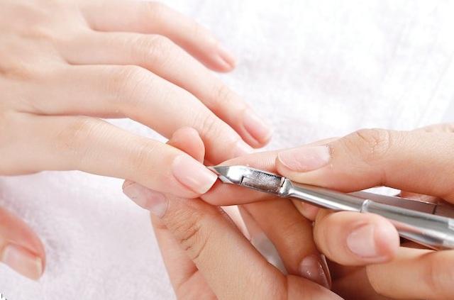 """Bạn muốn cắt móng tay đẹp và an toàn thì nên """"bỏ túi"""" các bước sau"""
