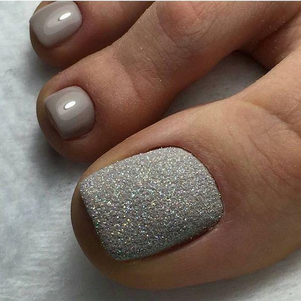 Tạo điểm nhấn với ngón cái phủ kim tuyến bạc