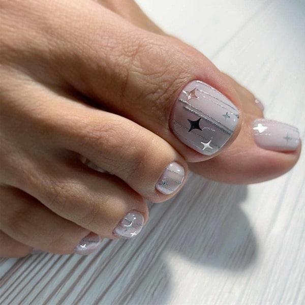Móng chân xinh xắn với thiết kế ngôi sao