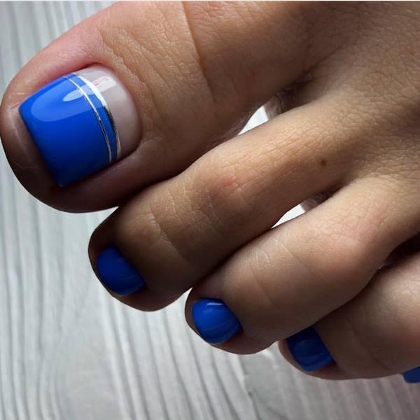 Thiết kế móng chân màu xanh đơn giản