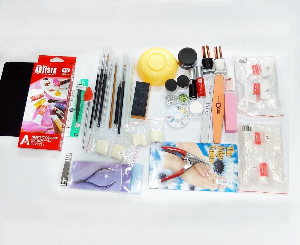 Các dụng cụ làm nail chuyên dụng được bán rộng rãi và dễ tìm